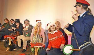 Der Weihnachtsexpress auf Fahrt nach Himmelpfort. Die TheaterLoge in Luckau hatte am Freitagabend eingeladen. Foto: A. Staindl/asd1