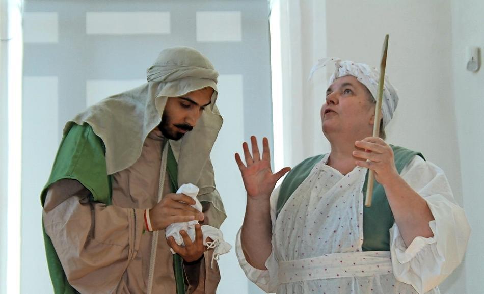 Ob zu Veranstaltungen wie hier bei der Spektrale-Eröffnung, Krimigeschichten oder Stücke zum Nachdenken: Die Theaterloge Luckau schreibt alle Stücke selbst.